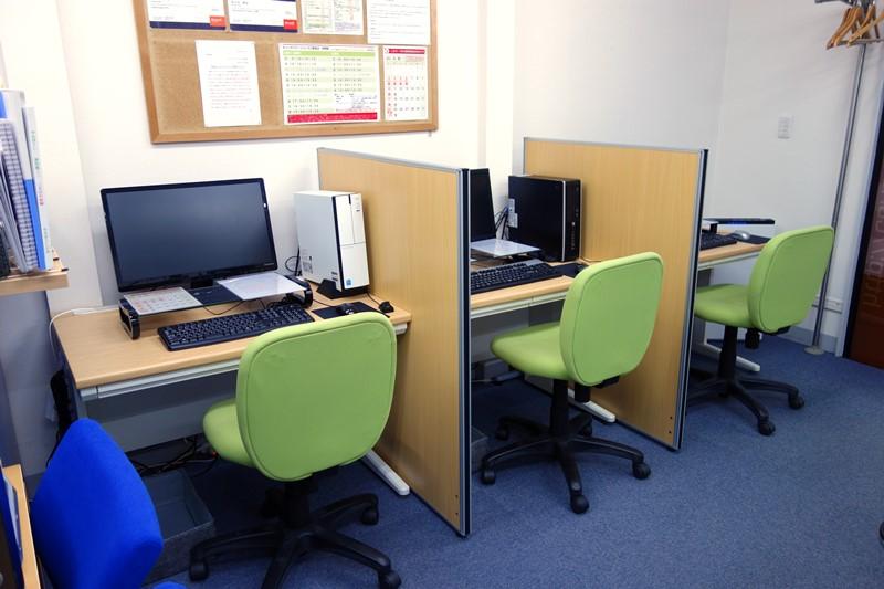 パソコン教室受講スペース3席