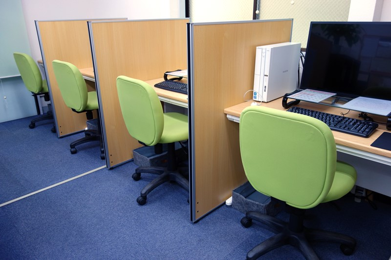 パソコン教室受講スペース4席